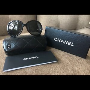 CHANEL COLLECTION PERLE SUNGLASSES